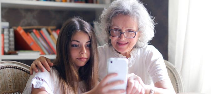 Smartphone pour senior : comment faire le bon choix en 2021 ?