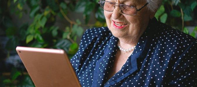 Tablette pour personnes âgées : 10 conseils pour faire le meilleur choix