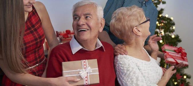16 idées de cadeaux de Noël communs à offrir à vos grands-parents !
